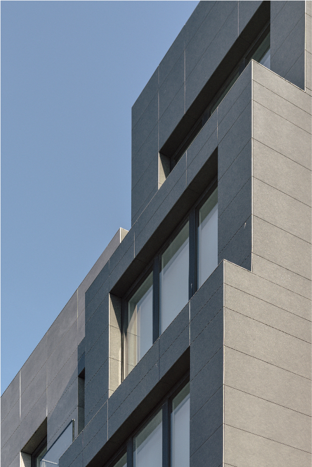 The Nordic View of full height porcelain window returns and typical corner details